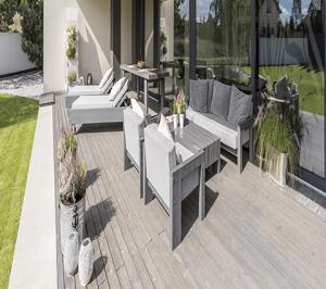 Terrasse mit Möbel